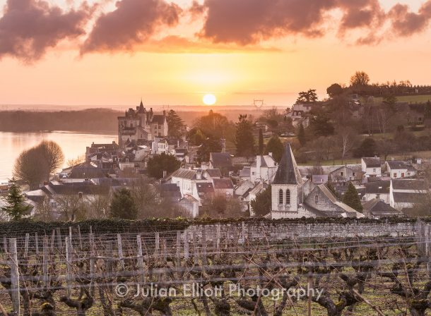Dawn in the village of Montsoreau.