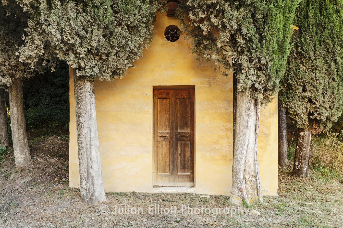 Chapel near to Lucignano d'Asso